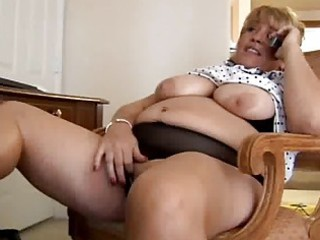 mature big beautiful woman fingering herself