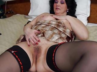 enjoyable bbw mature fucks herself gently