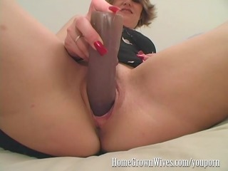 homegrownwives milf inserts extreme size dildos