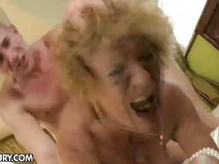milf acquires her bushy snatch stuffed by a stud