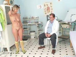 vanda has her horny mature muff opened by speculum