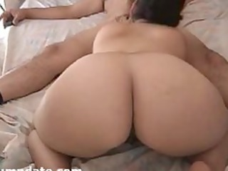 Bootylicious wife sucks hubbys cock