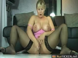 Sexy german milf masturbates and squirts like