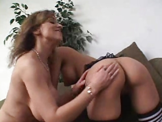 older lesbian and younger pussy...usb