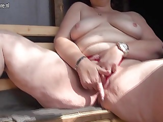 nasty mama t live without to engulf cock