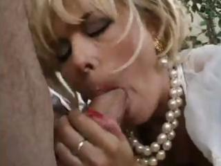 blond d like to fuck wishes younger cock so blows
