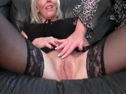lesbo mature loves to eat jucy muff
