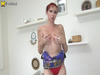 damn hot dilettante mother playing with her wet