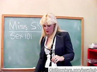 saucy milf teaches about her fur pie