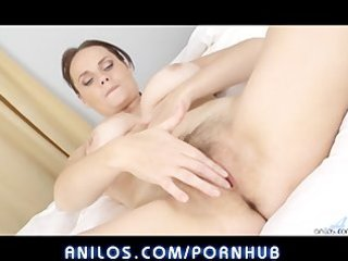 bigtit wife fingers hairy clit