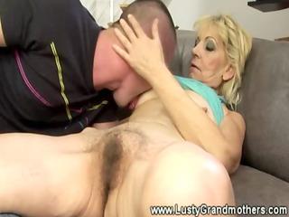 mature granny amateur gets oral-job then rides