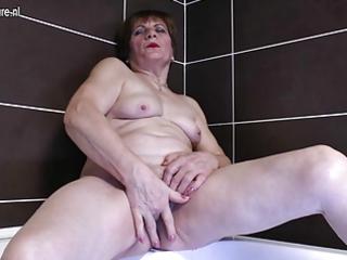 non-professional grandma masturbating in the bath