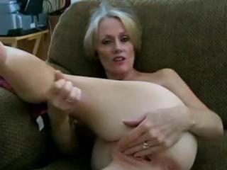 aged blonde dilettante melanie slur[s on hubbys