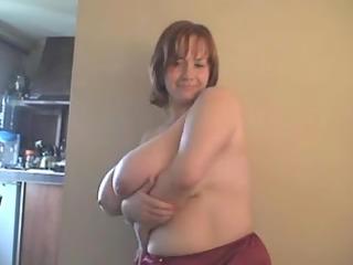 a redhead-big glamorous woman-mother id like to