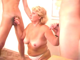 hawt mama n53 blond older in some