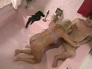 d like to fuck slut seduces her plumber for