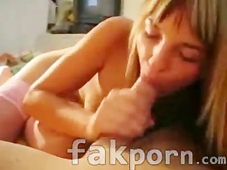 Wife sucks her man