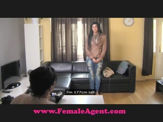 femaleagent not ever been kissed