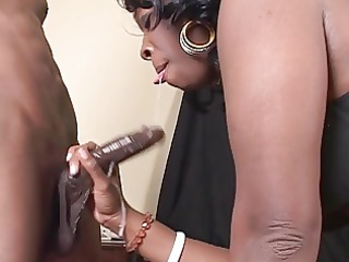 Black bootylicious chick gets screwed hard
