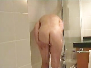 french d like to fuck takes a shower