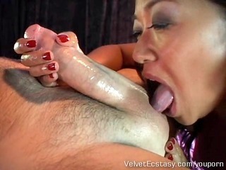 sexy oriental d like to fuck gives a very
