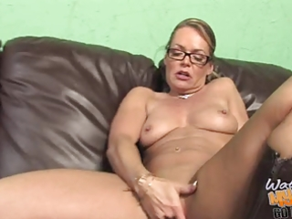 damn sexy white mature mommie used by bbc