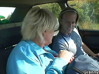 old slut gets nailed in the car by a stranger