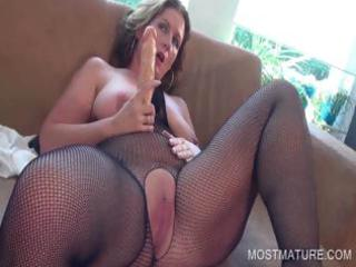 lascivious mature satisfying clit