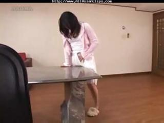 mama receives off by rubbing on the tables corner