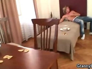 lad drills mature pussy after wild party