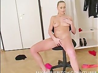 admirable wife at home