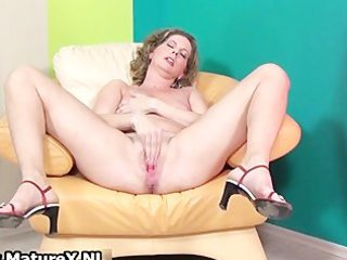 slutty older lady loves stretching her part10