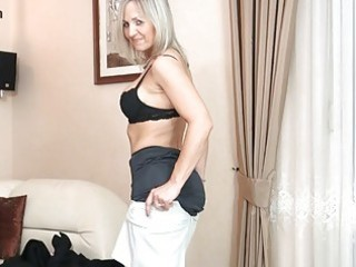 bootylicious blond mother i in dark nylons