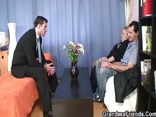 hunk and old lad shares grannys mouth and pussy