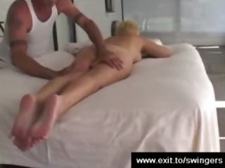 mama tracy receives massage with cunnilingus end