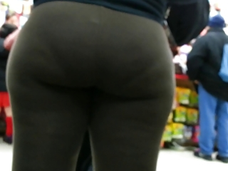 Candid brown spandex bubbled out milf donk of