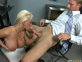 scoprching hot momma holly halston enjoys sucking