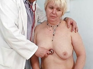 corpulent blond mommy hirsute pussy doctor exam