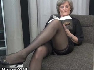 mature housewife in hot darksome nylons part5