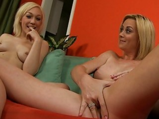 hawt show from hot mama and her blond daughter