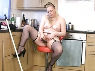 thick mature housewife cleans and cums